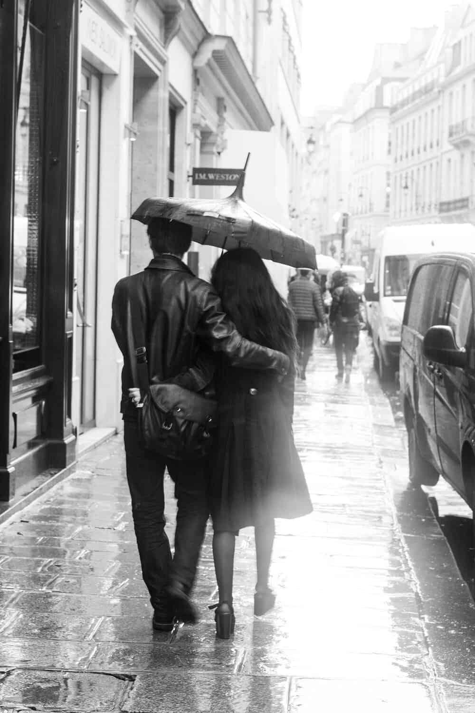 Shop Paris Lovers in the Rain Print
