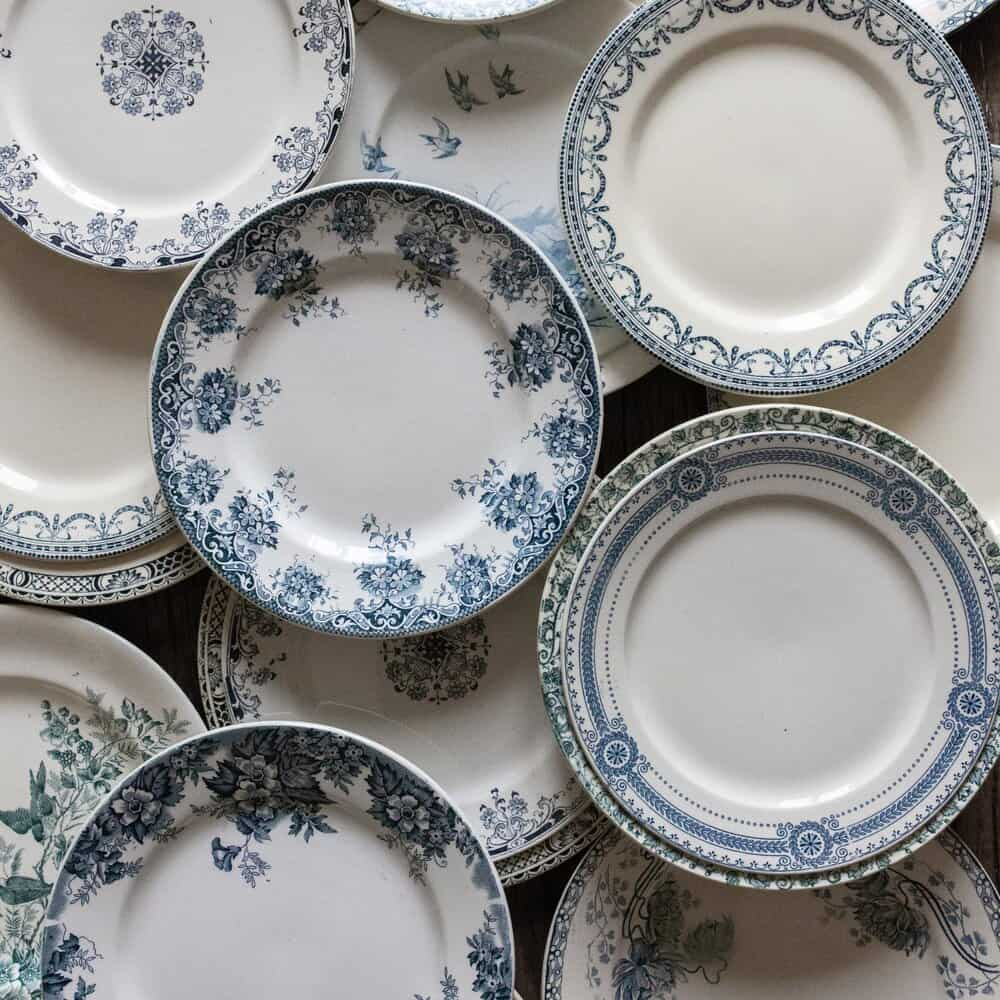 madame de la maison blue plates
