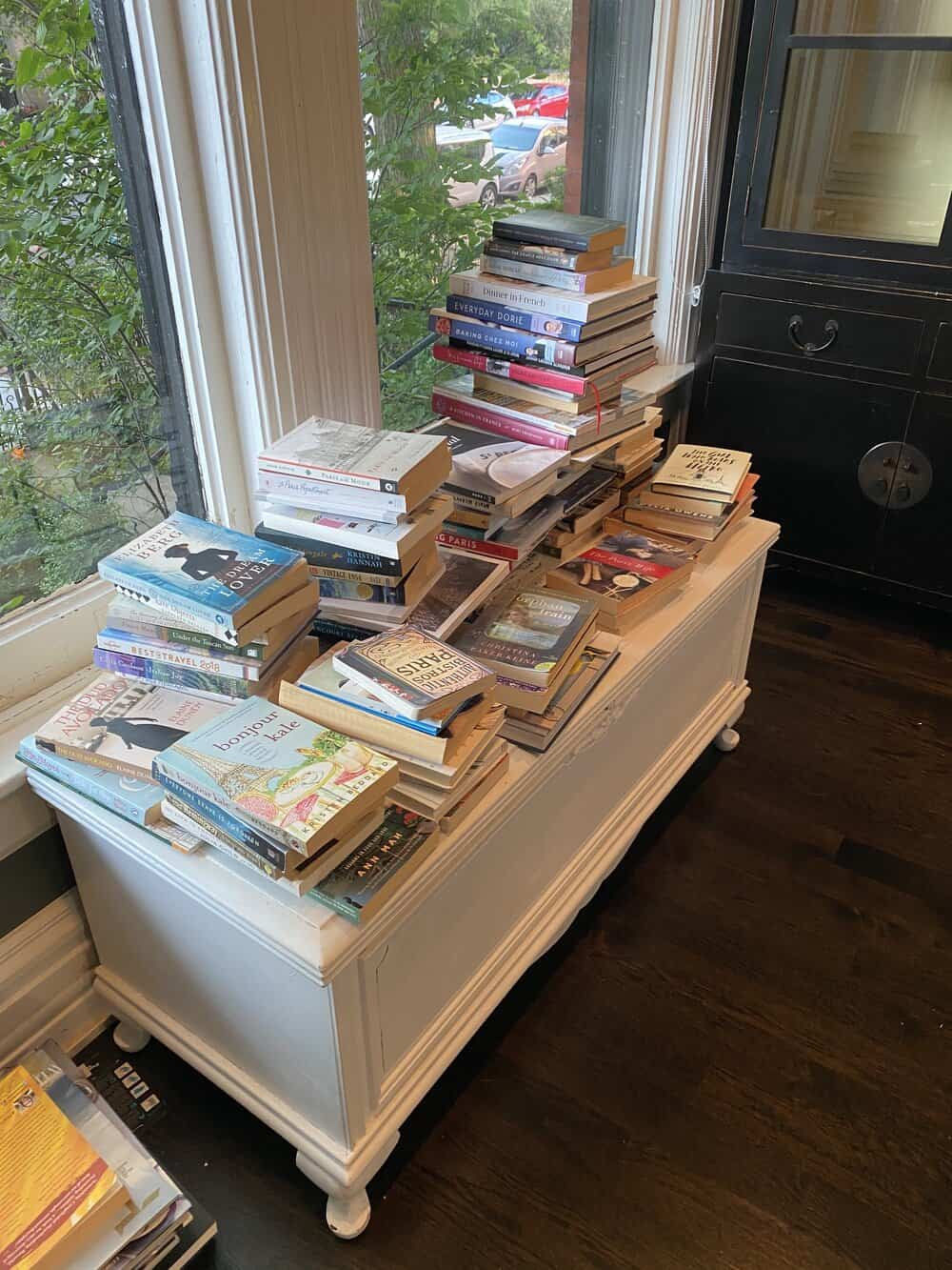 how to frenchify your bookshelf