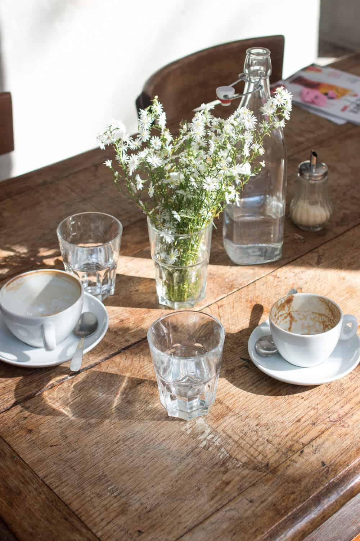 passager cafe paris france