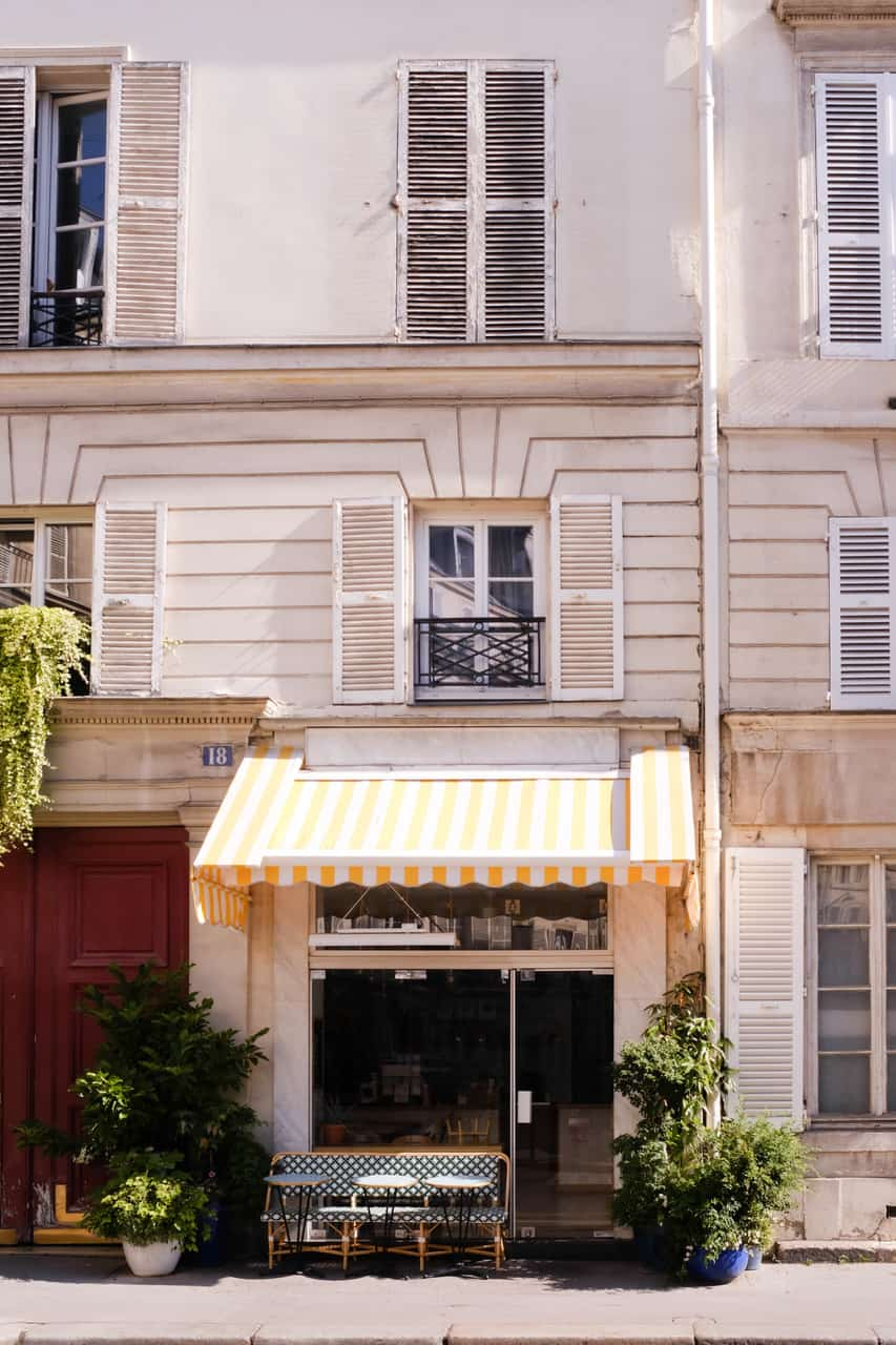 everyday parisian summer in paris france