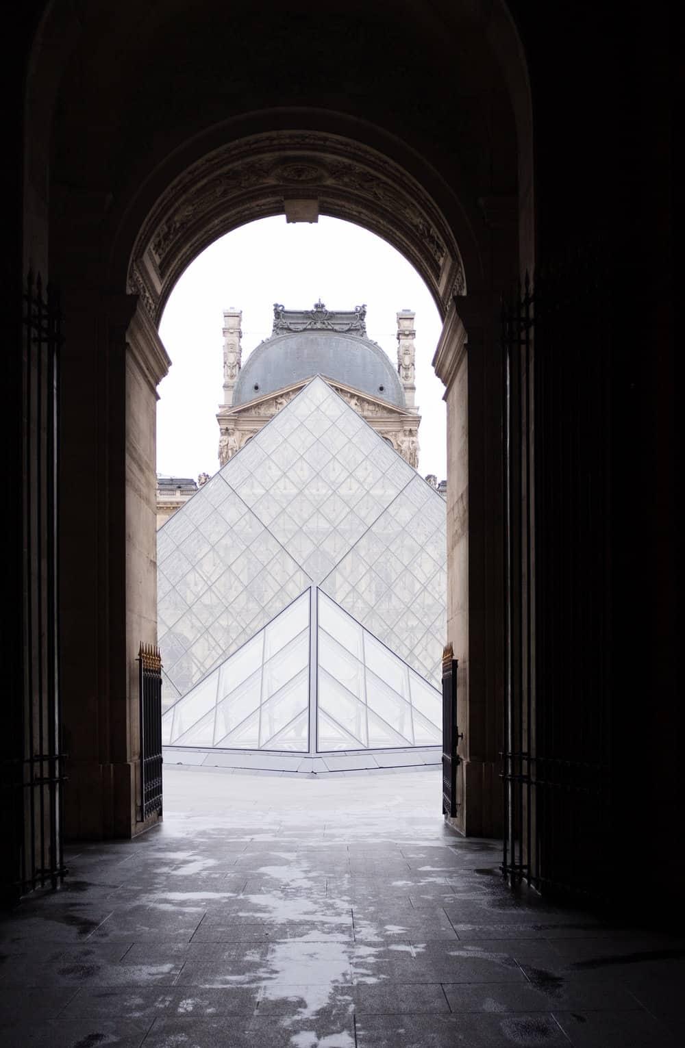 louvre paris everyday parisian
