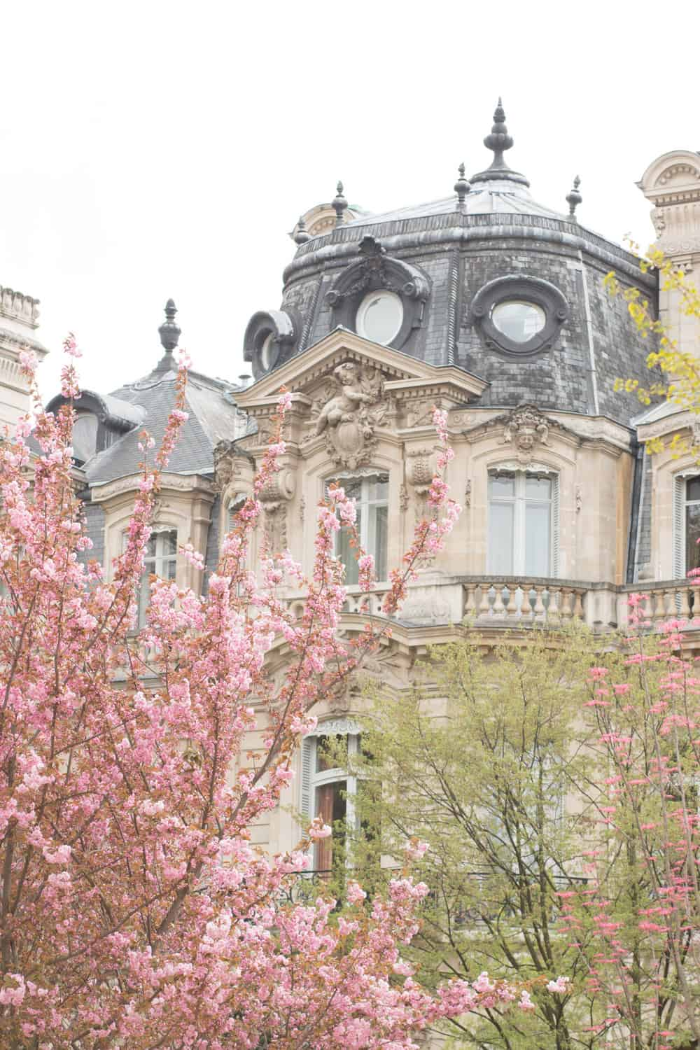 6 romantic things to do in paris in the springtime