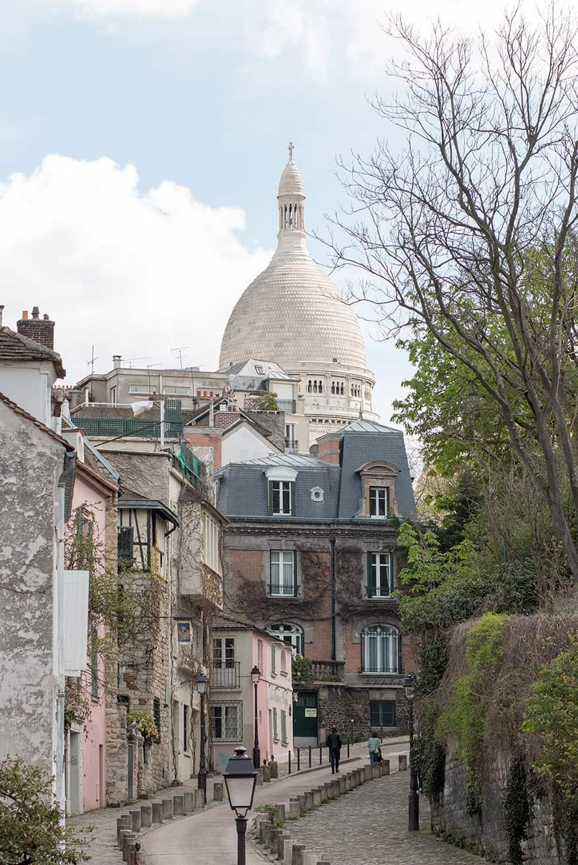 everyday parisian paris france montmartre