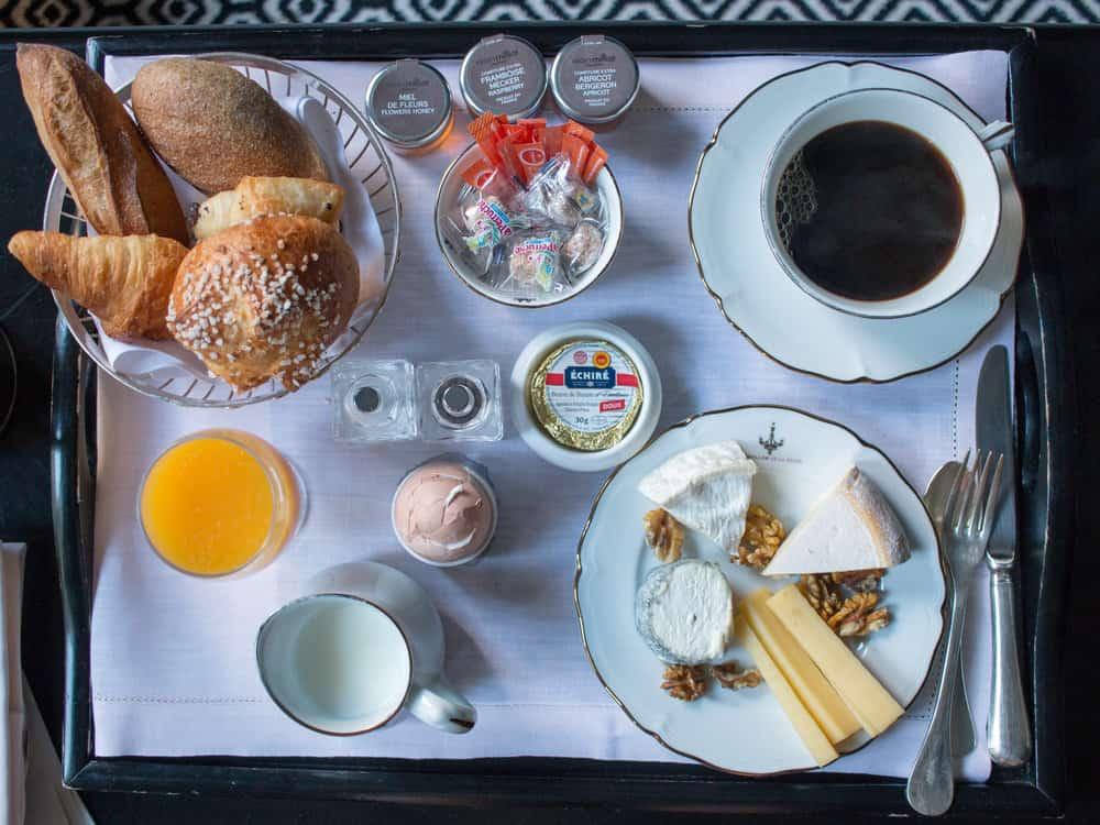 breakfast paris pavillon de la reine