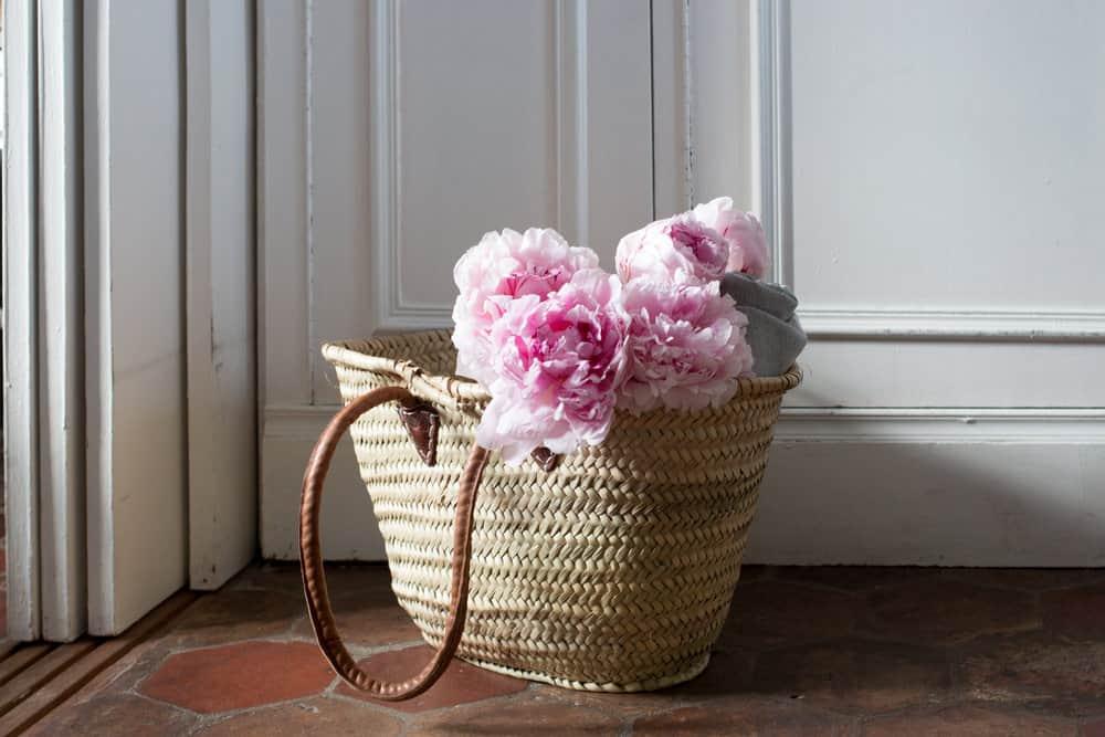 paris pink peonies via everyday parisian paris in the summer rebecca plotnick
