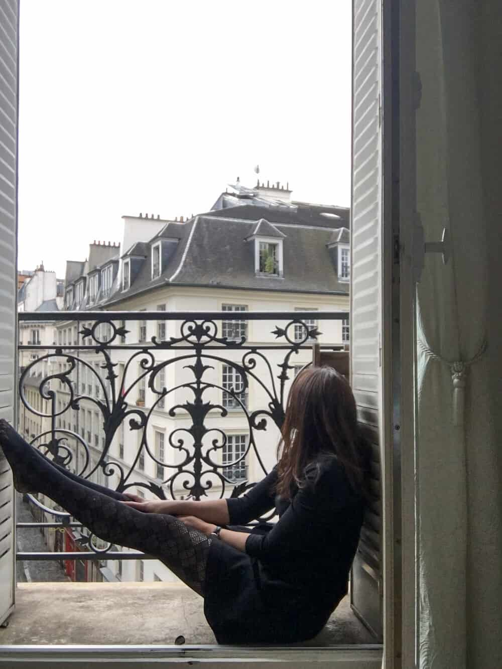 10 safety tips for solo female travelers in paris everyday parisian