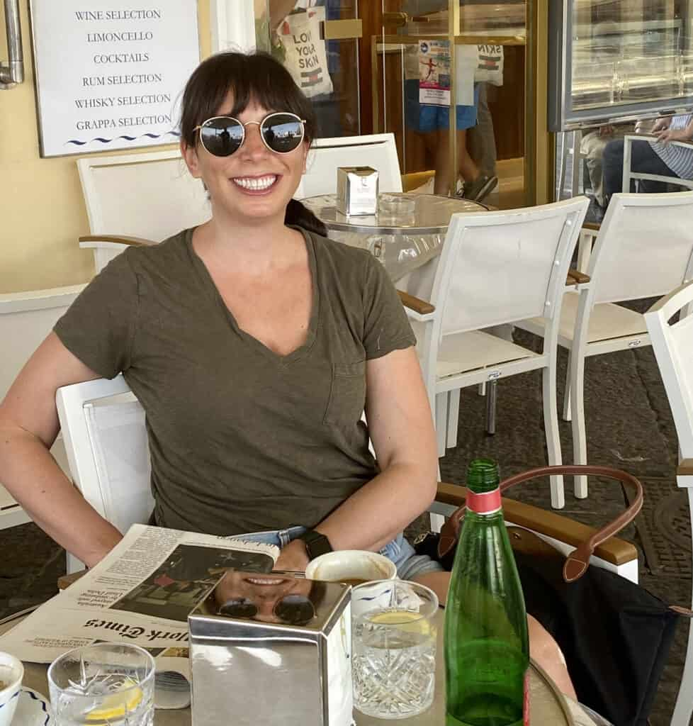 woman in a cafe sharing Links I Love Week 28